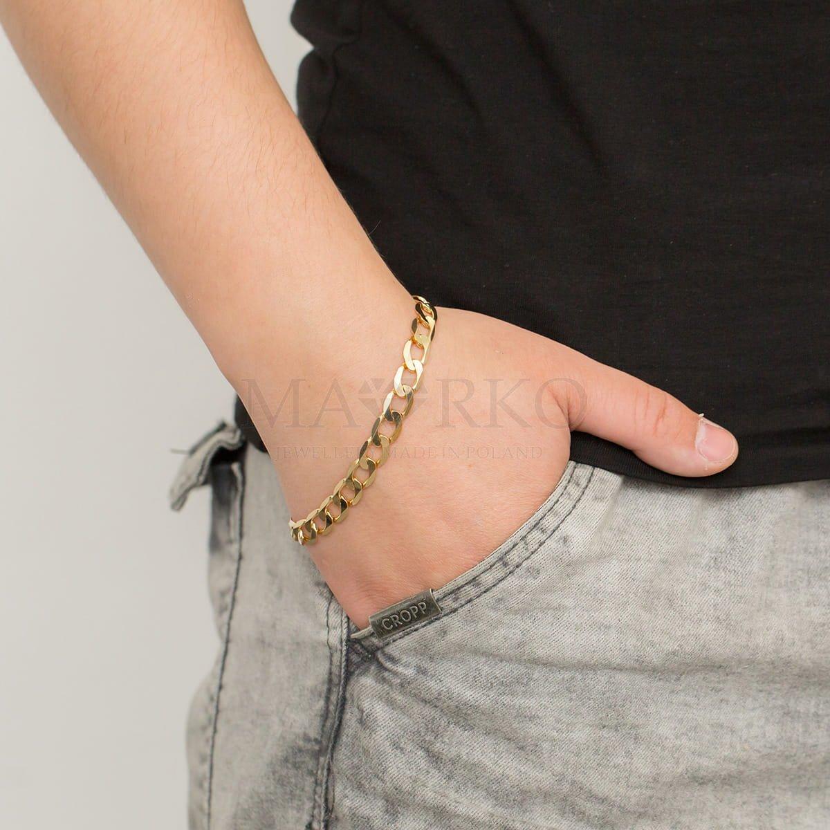 bransoletka złota na ręku